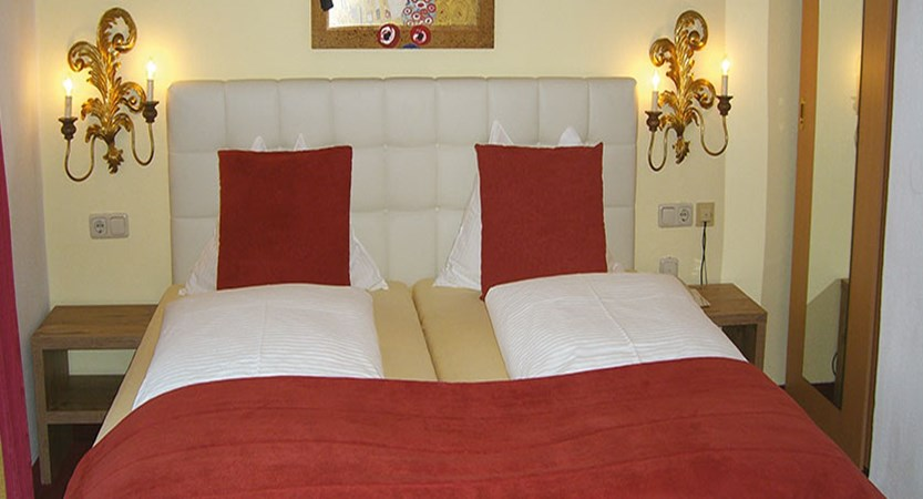 austria_saalbach_bergers-sport-hotel_double-bedroom.jpg