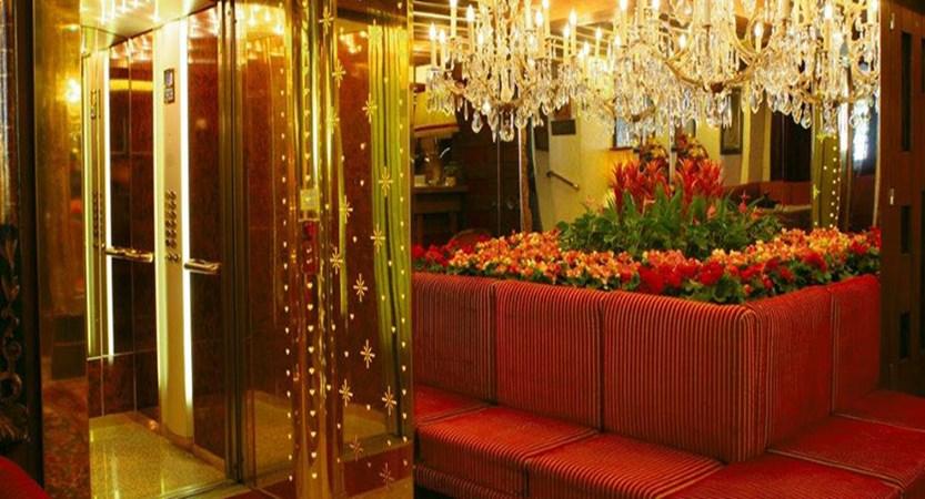 austria_saalbach_bergers-sport-hotel_lobby.jpg