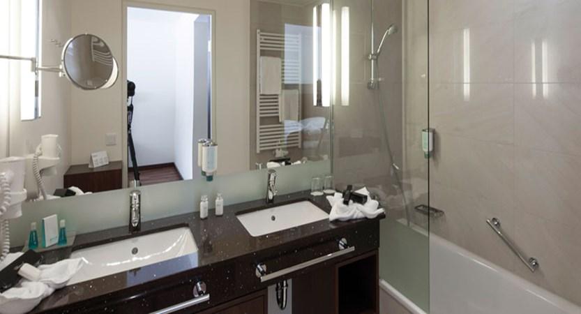 austria_fieberbrunn_austria-trend-hotel-alpine-resort_bathroom.jpg