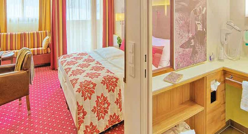 Austria_Fieberbrunn_Austria-trend-hotel-alpine-resort_Bedroom.jpg