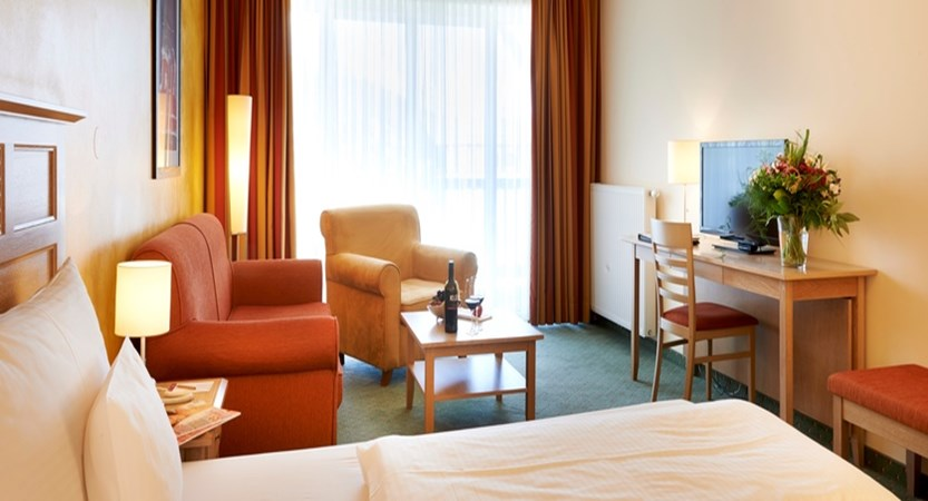 austria_seefeld_das-hotel-eden_superior-bedroom.jpg