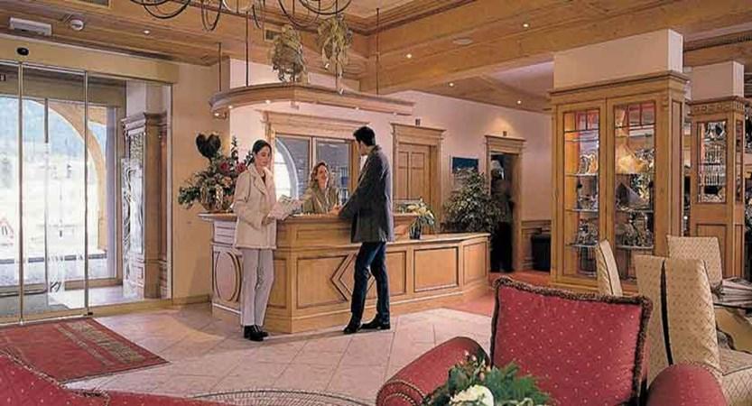Austria_Seefeld_Hotel-Seespitz_reception-lounge-area.jpg