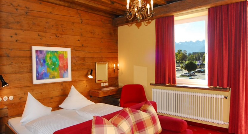Austria_Seefeld_Karwendelhof_superior_room.jpg