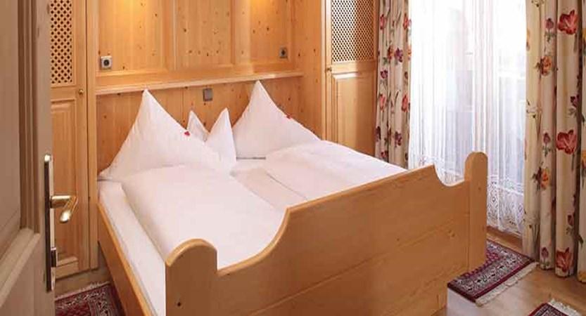 Austria_Alpbach_haus_edelweiss_apartments_bedroom2.jpg