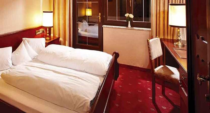 Austria_Alpbach_Hotel-Alpbacherhof_Bedroom2.jpg