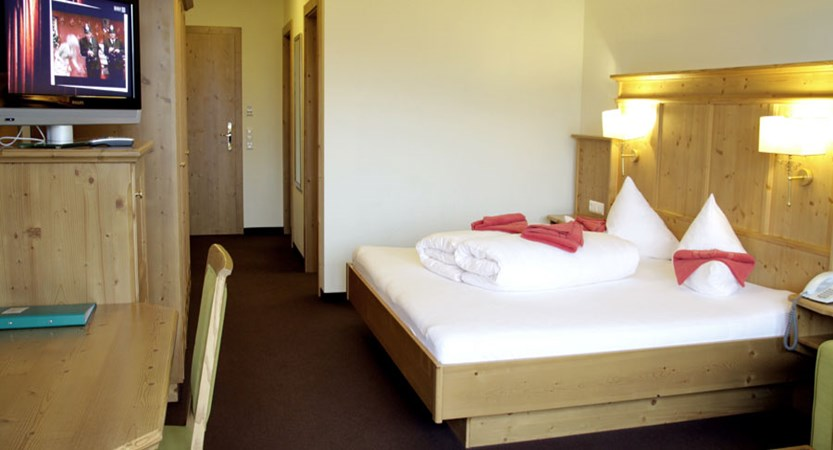Austria_Niederau_Hotel-Harfenwirt_Bedroom.jpg