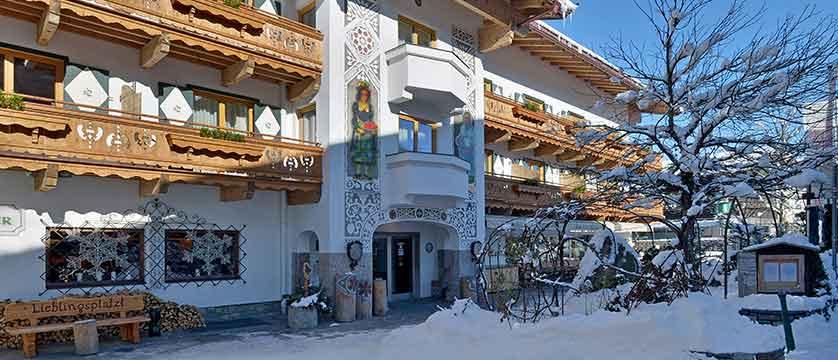 Austria_Ellmau_Hotel-Hochfilzer_Exterior-winter.jpg