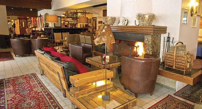 Austria_Ellmau_Hotel-Hochfilzer_Lounge-open-fire.jpg