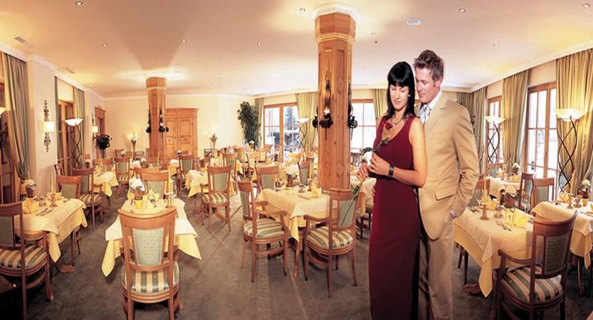 Austria_Ellmau_Sporthotel-Ellmau_Restaurant-couple.jpg