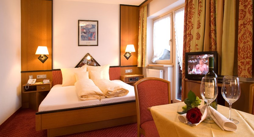 austria_ski-welt-ski-area_soll_hotel-eggerwirt_bedroom.jpg