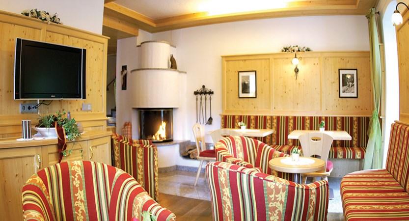 austria_ski-welt-ski-area_soll_hotel-eggerwirt_lobby.jpg