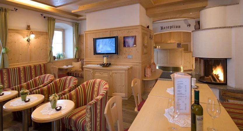 austria_ski-welt-ski-area_soll_hotel-eggerwirt_reception_lounge.jpg