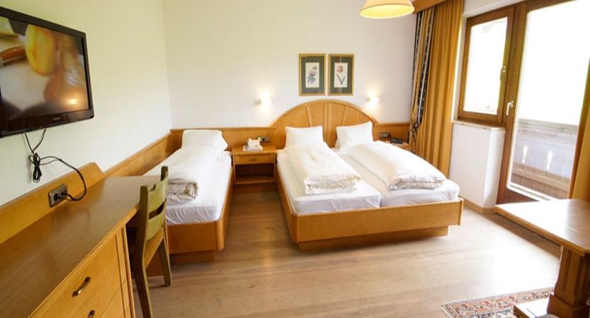 Austria_Soll_Sporthotel-Modlinger_Austrian-twin-room.jpg