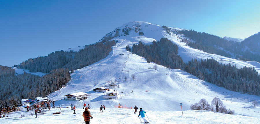 Austria_Ski-welt-ski-snow_houses_mountain_lift_station.jpg