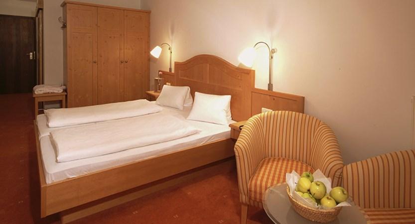 Austria_Zell-am-see_Alpine-resort_Bedroom2.jpg