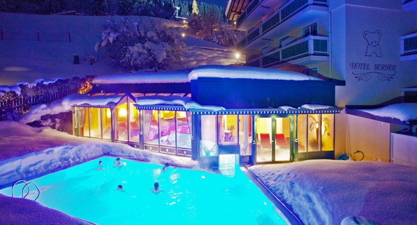 Austria_Zell-am-see_Hotel_Berner_outdoor_pool_night.jpg