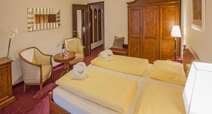 austria_zell-am-see_hotel-feinschmeck_standard-bedroom1.jpg