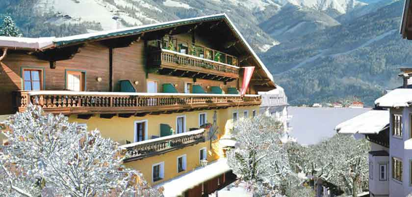 Austria_Zell-am-see_Hotel-Fischerwirt_Exterior-winter.jpg