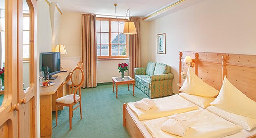 Austria_Zell-am-See_hotel-Grand_bedroom.jpg