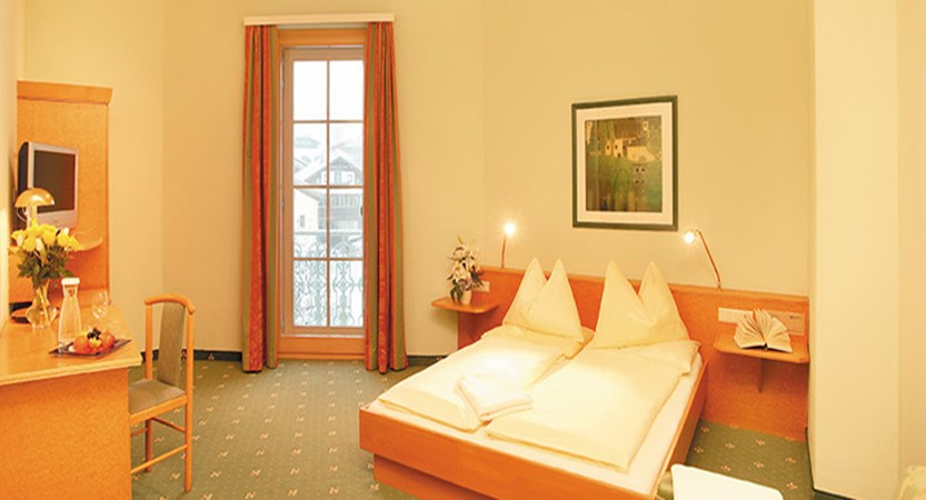 Austria_Zell-am-See_hotel-Grand_Bedroom-mountain-view.jpg