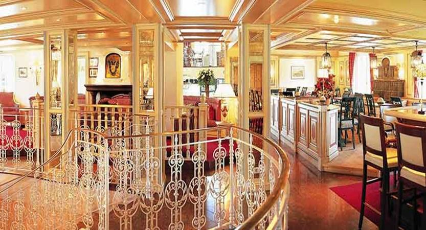 Austria_Zell-am-See_hotel-Grand_Imperial-bar.jpg