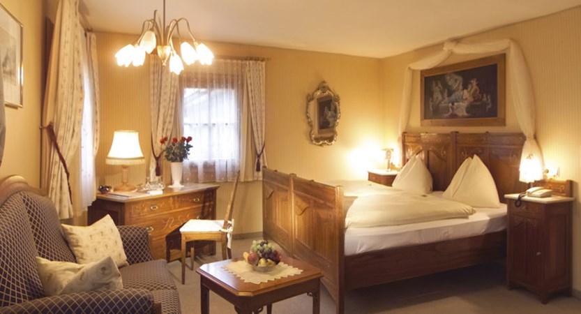 Austria_Zell-am-see_Romantik-Hotel_bedroom-burger.jpg