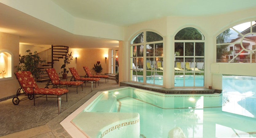 Austria_Zell-am-see_Romantik-Hotel_Indoor-pool2.jpg