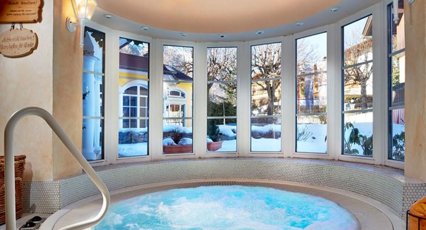 Austria_Zell-am-see_Romantik-Hotel_Jacuzzi.jpg