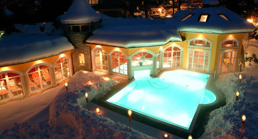 Austria_Zell-am-see_Romantik-Hotel_Outdoor-pool3.jpg