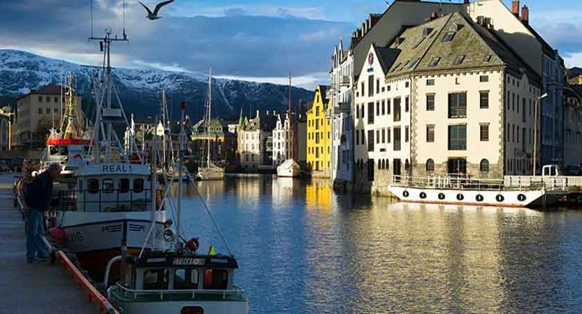 Ålesund's pretty harbour.jpg