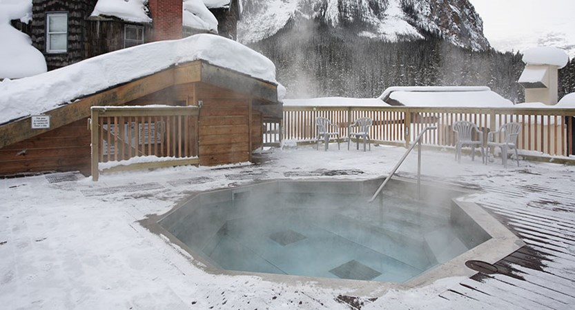 canada_lake_louise_Deer_Lodge_outside_spa.jpg