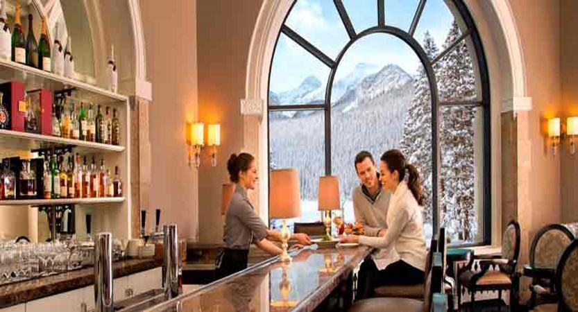 canada_big-3-ski-area_lake-louise_fairmont-chateau-lake-louise_lake-view-lounge-bar-dining.jpg