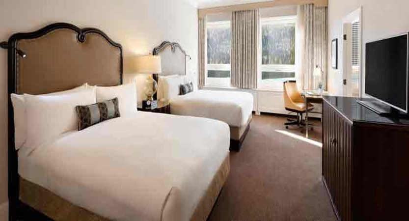 canada_big-3-ski-area_lake-louise_fairmont-chateau-lake-louise_queens-lakeview-room.jpg
