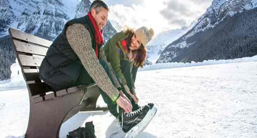 canada_big-3-ski-area_lake-louise_fairmont-chateau-lake-louise_skating-couple.jpg