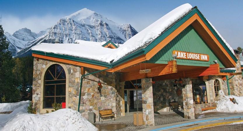 canada_big-3-ski-area_lake-louise_lake-louise_inn_entrance.jpg