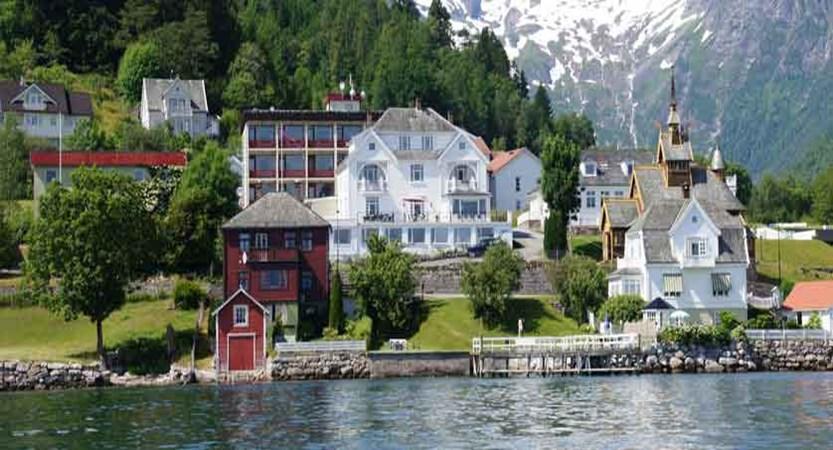 Midtnes Hotel, Balestrand, Norway - New Wing (brown building to rear).jpg