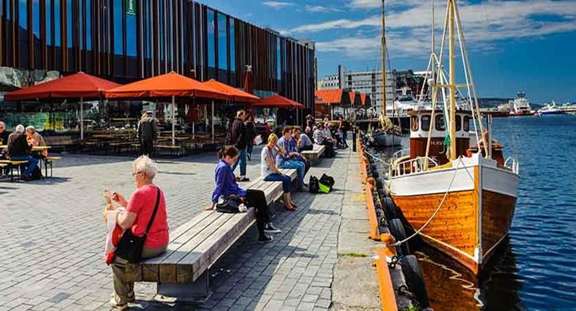 Bergen Harbour and indoor fishmarket.jpg