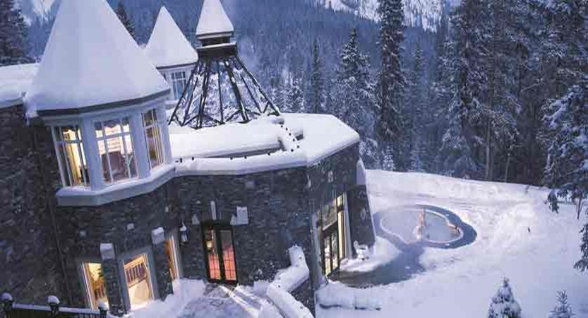 canada_big-3-ski-area_banff_fairmont-banff-springs_exterior-hot-tub.jpg