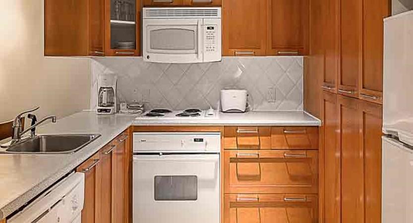 canada_whistler_whistler-peak-lodge_kitchen.jpg