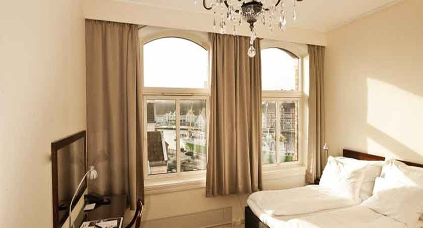 Hotel Victoria, Stavanger, Norway - superior double bedroom.jpg