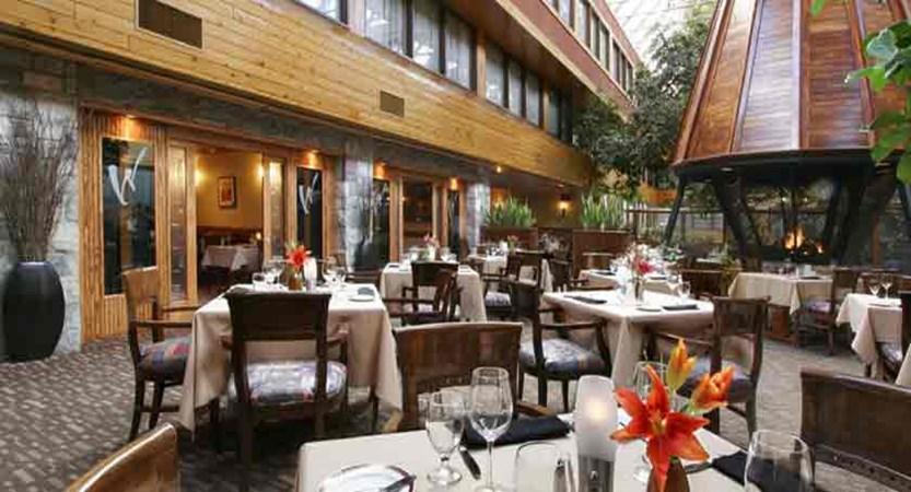 canada_jasper_sawridge_hotel_dining.jpg