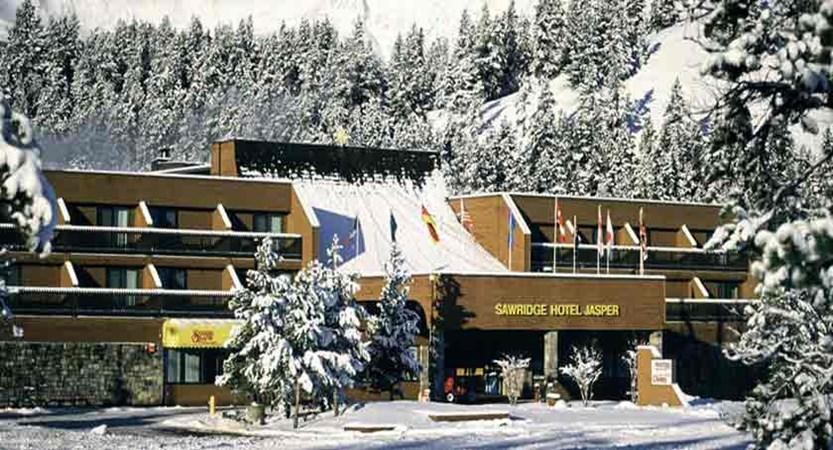 canada_jasper_sawridge_hotel_exterior2.jpg