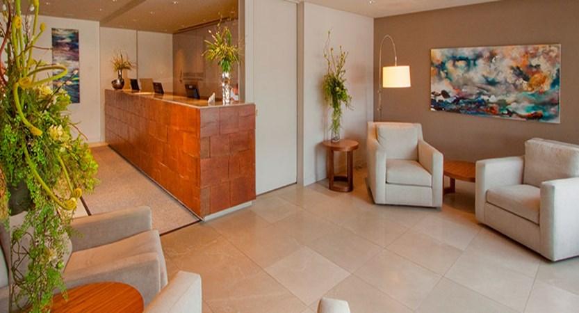 canada_jasper_sawridge_hotel_Front-Desk.jpg