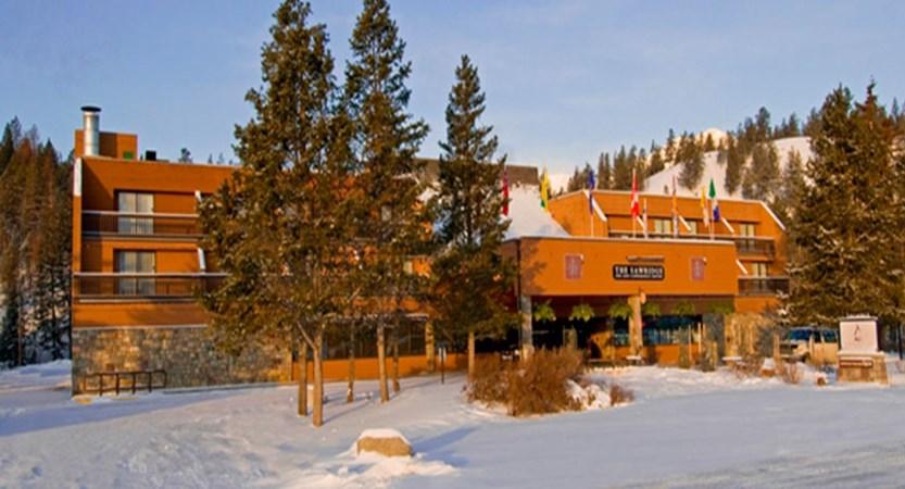 canada_jasper_sawridge_hotel_outdoor.jpg