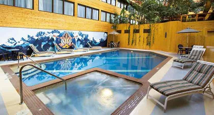 canada_jasper_sawridge_hotel_outdoor_pool.jpg