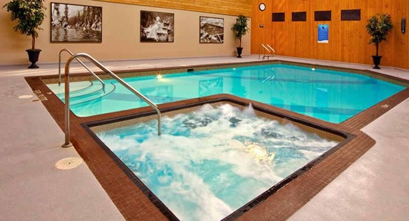 canada_jasper_sawridge_hotel_pool.jpg