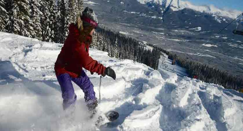 canada_jasper_snowboarder.jpg