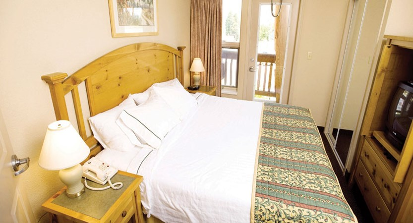 canada_kimberley_trickle_creek_lodge_bedroom.jpg