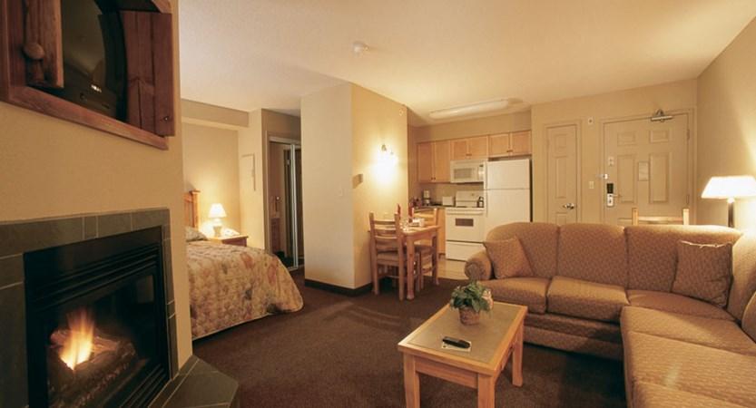 canada_kimberley_trickle_creek_lodge_bedroom_lounge.jpg