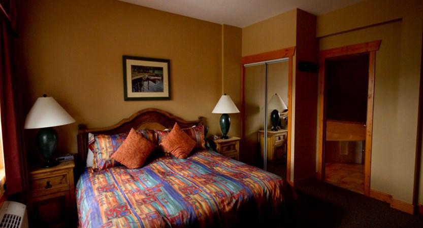 canada_fernie_lizzard_Creek_lodge_Condos_bedroom.jpg